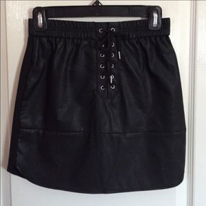 Zara black faux leather mini skirt Guc size l